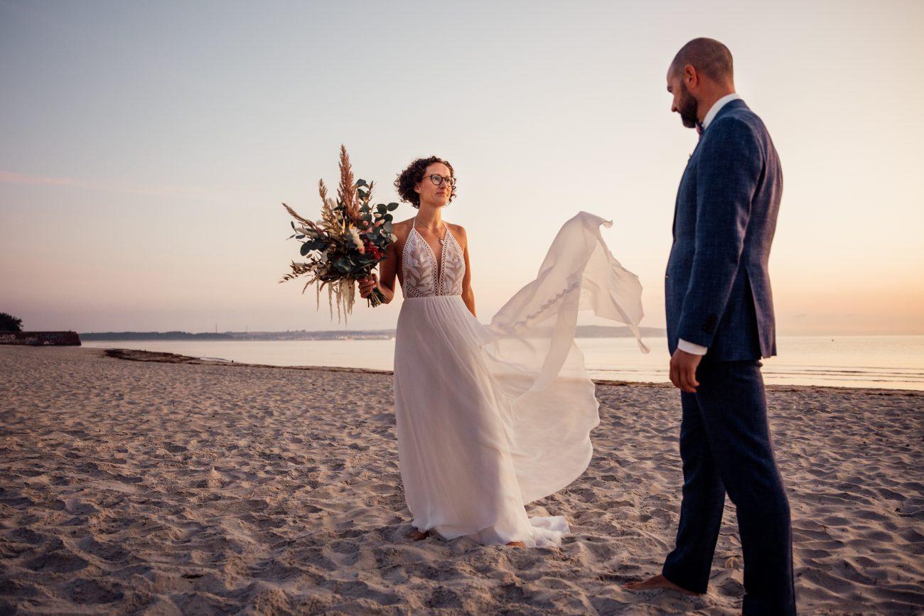 Hochzeit auf Rügen, Strandhochzeit, Sonnenaufgangsshooting am Strand, Hochzeitsfotograf Rügen, Hochzeitsfotografie Rügen, Standesamt Rügen Fotos, Fotoshooting am Strand Ostsee